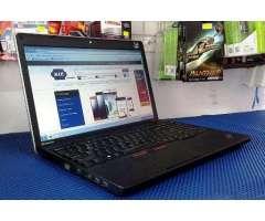 Laptop Lenovo Empresarial 15.6 Pgd Bordes Aluminio Gráficos Teclado Numérico Pantalla