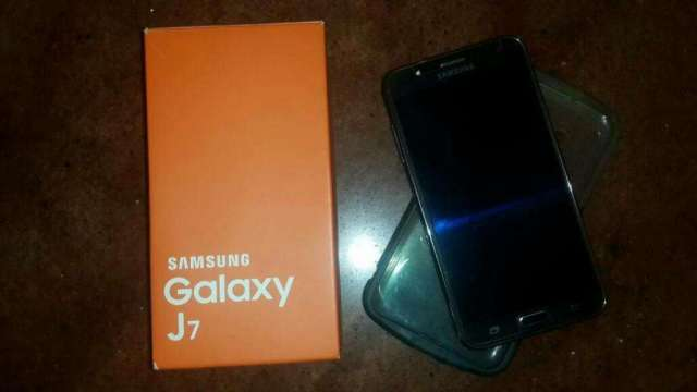Samsung Galaxy J7 Negociable