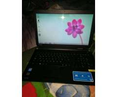 Laptp Toshiba en Caja con Todo