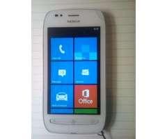 Vendo Nokia 710