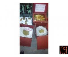 Barras de oro en la multitud para la venta