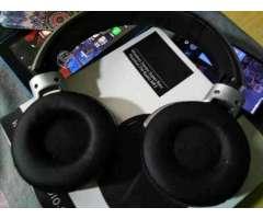 Teléfono lg k10 y de regaló audífonos bluetooth - Independencia