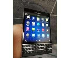 Blackberry Passport, Como nueva, 32GB, 3RAM, Camara de 13MP, Con Whatsapp y FB